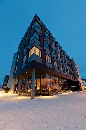 Thon Hotel Kirkenes: Facade night
