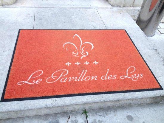 Le Pavillon des Lys: door mat