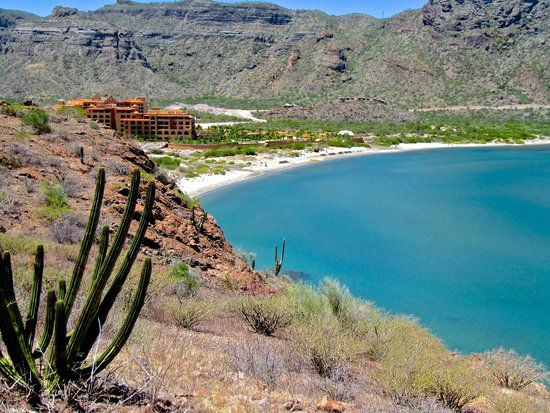 Villa del Palmar Beach Resort & Spa at The Islands of Loreto: The view of the hotel from the trail hike