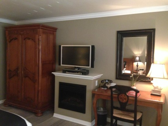 Hadsten House: Closet, TV, Fire Place {fake} & Desk
