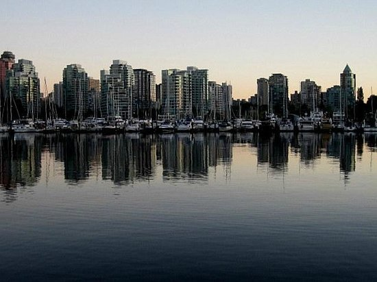 Seawall in Vancouver : Vancouver skyline from the Seawall