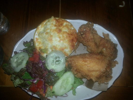 Bubby's: Freid chicken w/ mac n' cheese and green salad (27$)