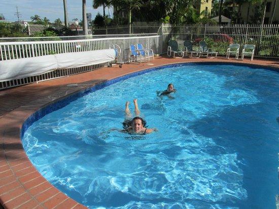Key Largo Apartments: Enjoying a swim in the pool