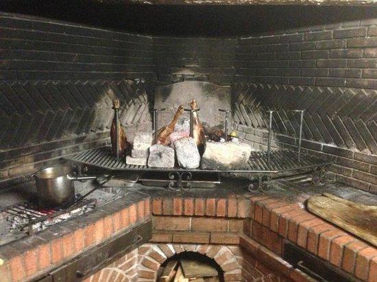 Pozzo di Mastri: gigot d'agneau au feu de bois, un regal!