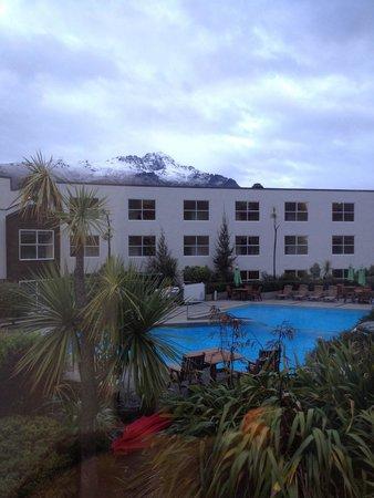 Mercure Resort Queenstown : Garden view room beautiful view of the mountains