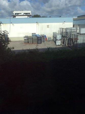 Ibis Budget Berck sur Mer: vue de notre chambre sur l'arrière de l'hôtel