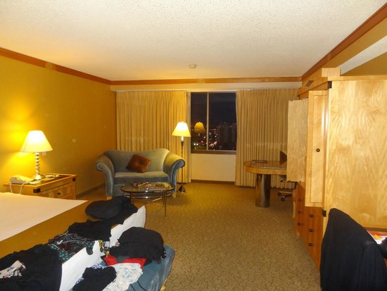 Bally's: Huge room with very comfortable bed!