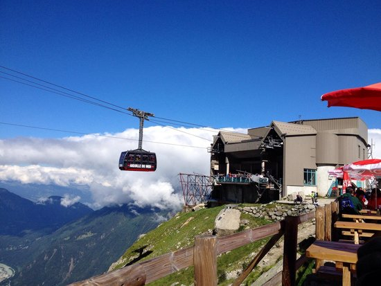 Aiguille du Midi: There was a nice cafe with the great view of Chamonix Mont Blanc.