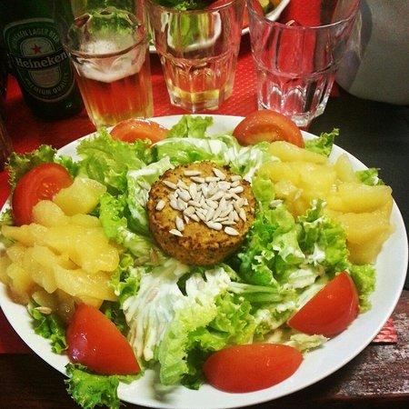 Creperie Beaubourg : Insalata vegana con tofu e mele cotte... spettacolare!