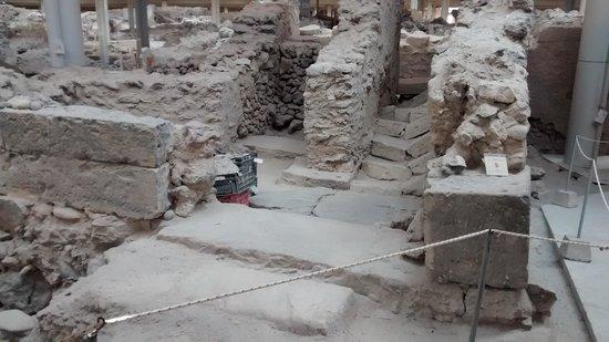 Akrotiri Archaeological Site: akrotiri excavaciones