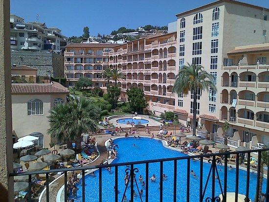HOTEL BAHIA TROPICAL: Área de la piscina
