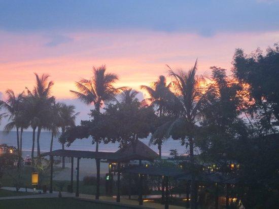 Shangri-La's Rasa Ria Resort & Spa: Early evening