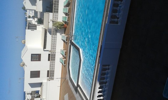 Tisalaya Apartments: piscina