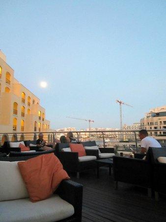 Hilton Malta: Quarterdeck Bar overlooking the Marina