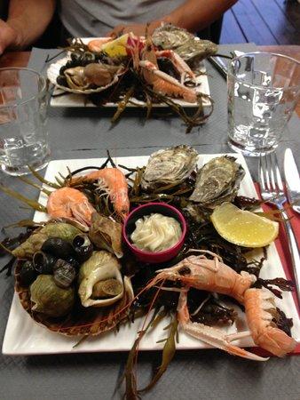 L' Aviron : Une entrée du menu à 18€50 assiette de fruits de mer