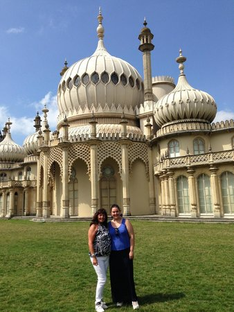 Royal Pavilion: Mum and I outside the house