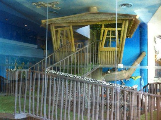 Shangri-La's Rasa Sentosa Resort & Spa: Tree house at cool zone