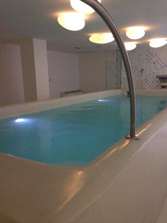 Hotel Ciutat de Girona : la piscine interieure avec jaccuzzi...