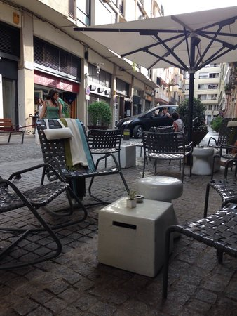 Hotel Ciutat de Girona : terasse de l hotel tres calme, ideale pour prendre l aperitif le soir!