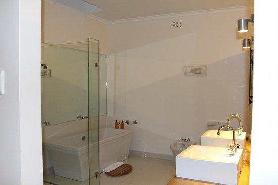 Dune Guest Lodge: Salle de bains