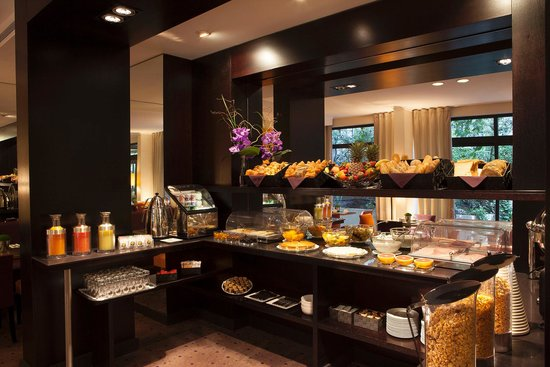 Garden Elysee Hotel: Breakfast Room