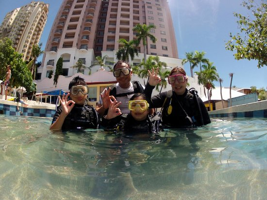 Scuba World Mactan (Punta Engano): family diving
