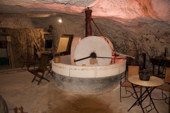 Masseria Il Frantoio : Der Hofladen ist im Kellergewölbe der alten Ölmühle untergebracht