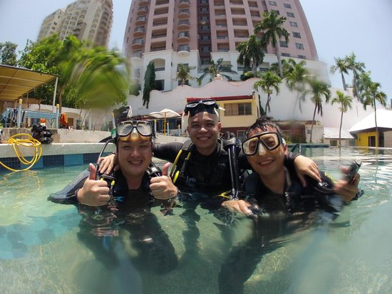 Scuba World Mactan (Punta Engano): happy divers