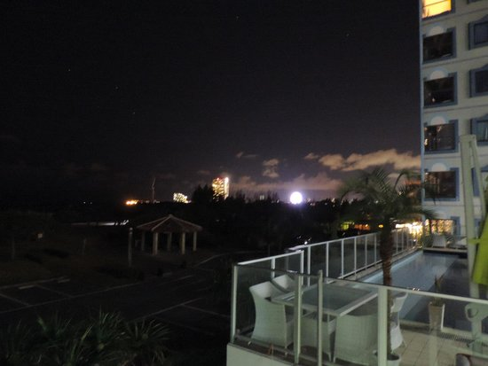 "Beachside Condominium: Вид из окна на Американскую деревню"""