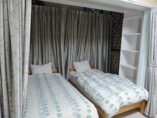Beachside Condominium: Комната в европейском стиле