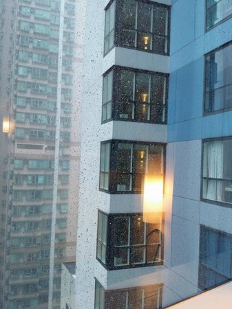Ibis Hong Kong Central & Sheung Wan Hotel: VIEW FROM THE ROOM
