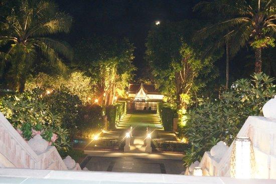 Angsana Laguna Phuket : Off for an evening walk