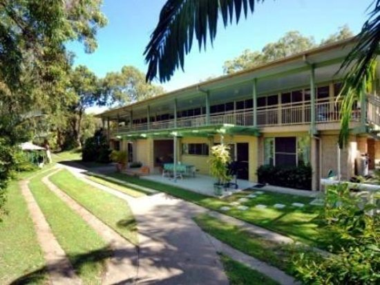 Eliza Palms Apartments: Tropical Gardens