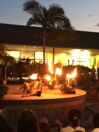 The Shops At Mauna Lani : Free luau-style show on Monday and Thursday