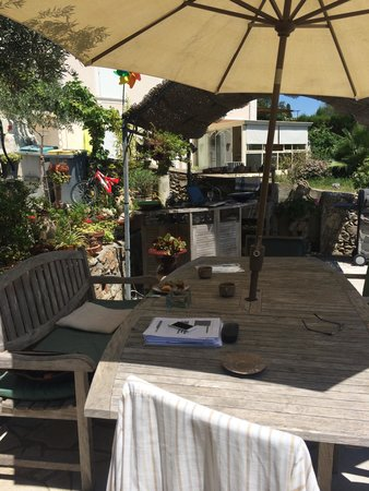 Maison Louijane B&B: Terrace with view at the Mediterranean