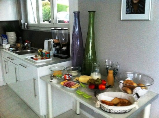 Four Seasons Lake BnB : Buffet petit déjeuner