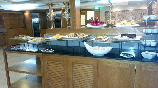 Swiss-Belresort Tala Bay, Aqaba: Tavolo dei dolci