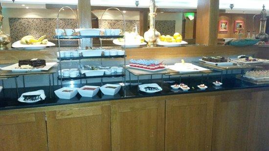Radisson Blu Tala Bay Resort, Aqaba: Il tavolo dei dolci