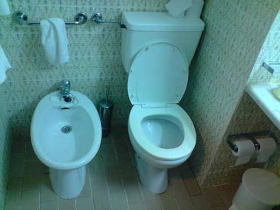 Auramar Beach Resort : Bathroom + bidet