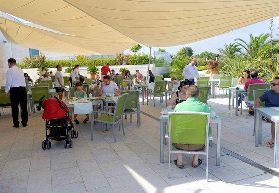 Valamar Lacroma Dubrovnik : Breakfast on the terrace
