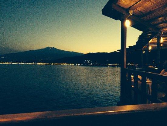 Atahotel Capotaormina : Vue sur l Etna depuis le restaurant, ce soir la, l Etna voyait rouge