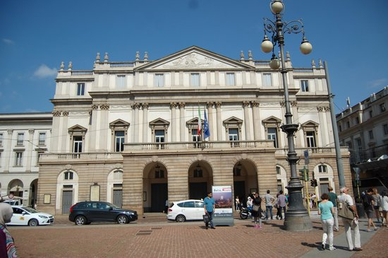 Mailänder Scala (Teatro alla Scala): L'extérieur