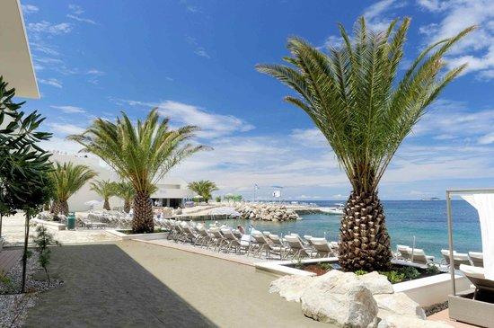 Valamar Lacroma Dubrovnik: Shared sea beach - Valamar President Hotel