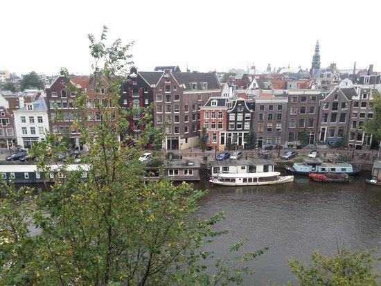 Grand Hotel Amrath Amsterdam: Вид из окна на канал