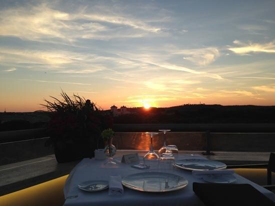 Sofitel Rome Villa Borghese: coucher de soleil restaurant toit terrasse Sofitel Villa Borghèse