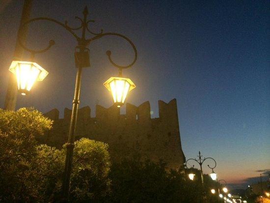 Karystion Hotel: Το καστρο ...διπλα σε παιδικη χαρα ,κοντα στο ξενοδοχειο