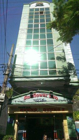 Sunflower Two Hotel: Façade de l hôtel....