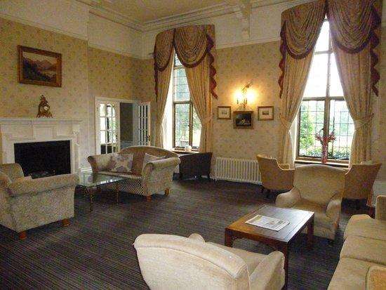 Aldwark Manor Golf & Spa Hotel: Lounge area