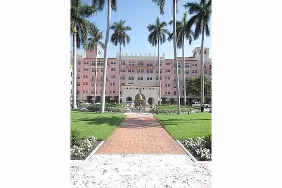 Boca Raton Resort, A Waldorf Astoria Resort: Front of the Hotel