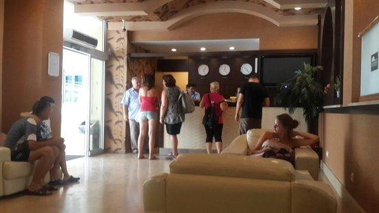 Mersoy Exclusive Aqua Resort: Rezarvasyon yaptirdik 9 saatlik yoldan geldik. 3 yasindaki uykusuz yavrumuzla 2 kere teyid etmem